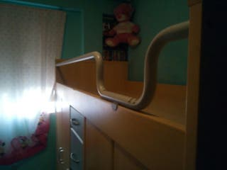 cama con armarios y cajones