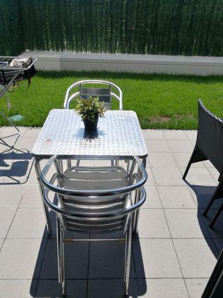 Mesa y 4 sillas para jardin