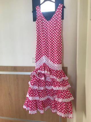Vestidos y traje flamenco a conjunto