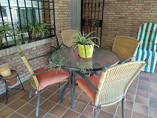 Mesa de jardín y sillas