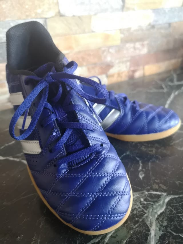Celebridad Pantalones rodillo  Zapatillas Adidas fútbol sala. talla 35 de segunda mano por 25 ...