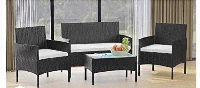 Conjunto de mesa y 3 sillas de jardín.