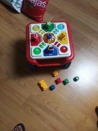 Mesa infantil de juegos