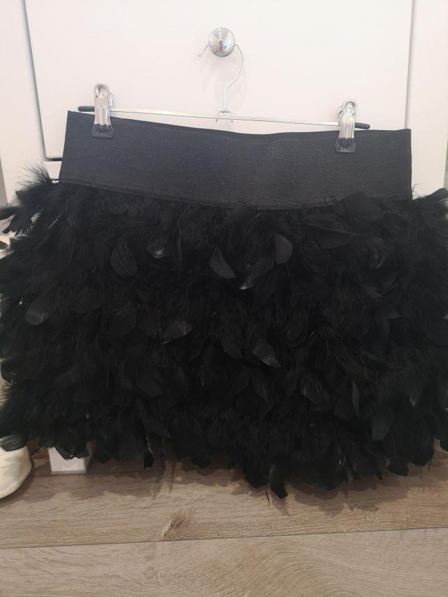 Minifalda de plumas