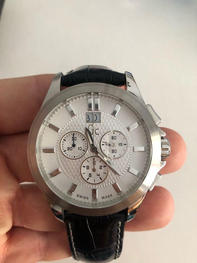 Reloj GUESS. Swiss made. Hombre