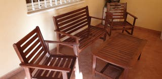 mesa y sillas de patio o jardin