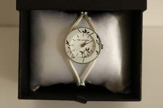 Reloj de pulsera analógico (mujer). Correa de piel