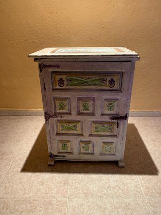 Antiguo mueble para máquina de coser para resrurar