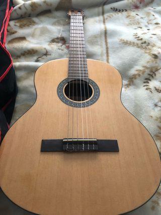 guitarra NUEVA con funda y soporte incluidos