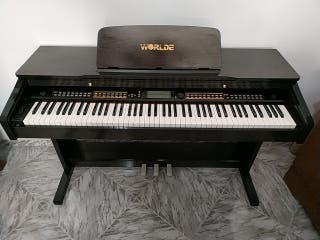 Piano electrónico de madera