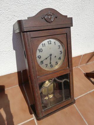 reloj de pared con pendulo junghans