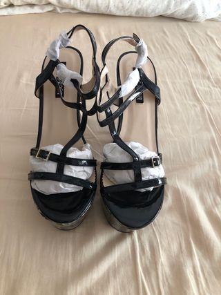 Zapatos de tacón alto y grueso