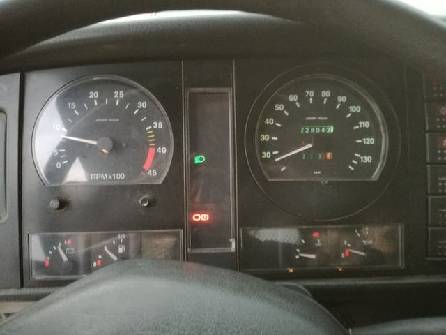 Nissan Atleon 2000