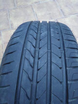 Good Year neumático 215 65 R16