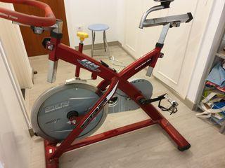 Bicicleta estática de ciclo indoor profesional. BH
