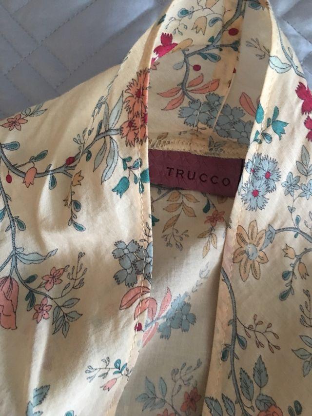 Camisa de flores sin mangas