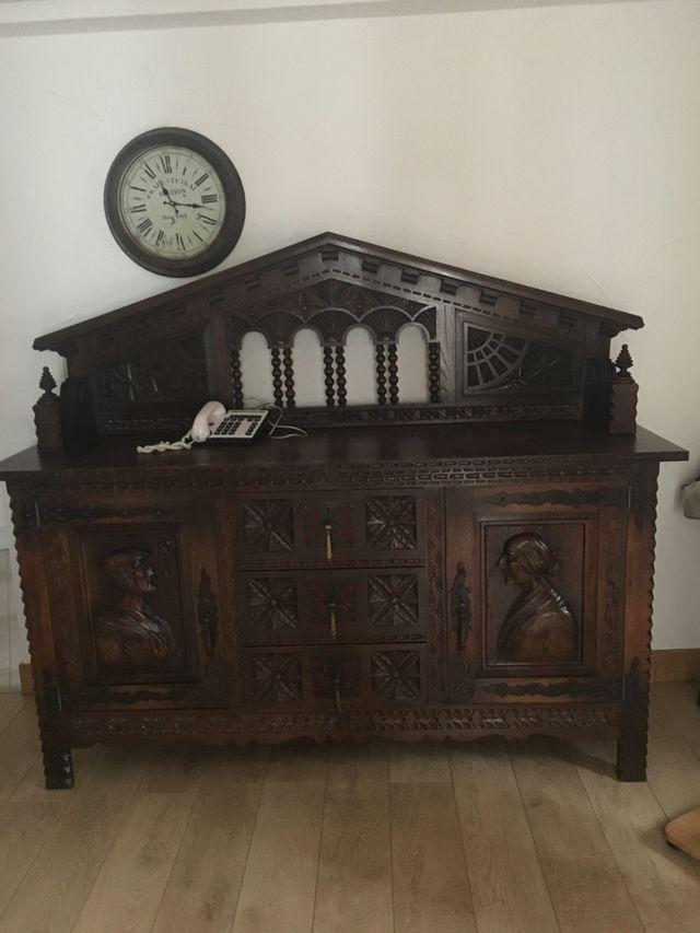 Antiguo mueble Vasco.