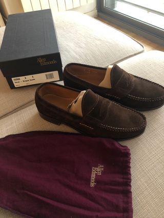 Zapatos Allen Edmonds dover color marrón de ante.