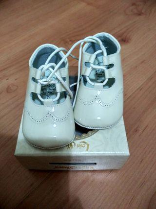 zapatos bebé piel color beig