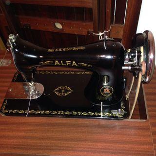 Maquina de coser muy antigua