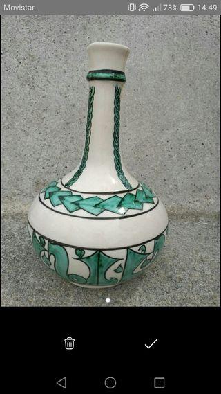 Gerro de ceràmica blanca amb motius verds àrabs