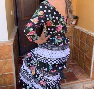 Falda y blusa de flamenca