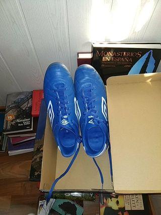 botas fútbol multitaco Umbro