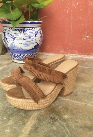 Sandalias de tacón grueso de Lefties