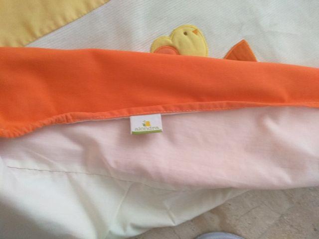 Cambiador blandito de bebé con mueble de sujeción