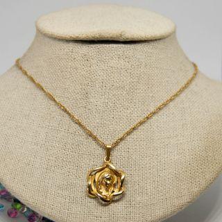 Medalla Virgen, con cadena de espiral, oro de 18k