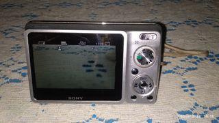 sé vende cámara Sony.