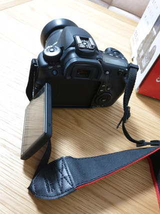 Canon EOS 60D + objetivo EF-S 18-55 IS