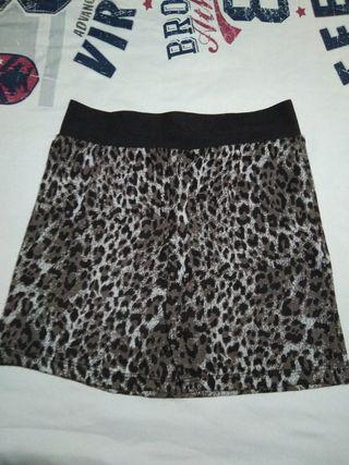 Mini falda animal print con goma en la cintura de