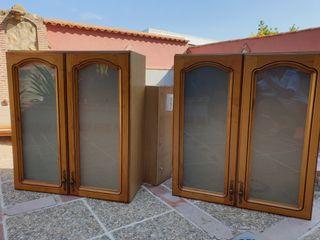 3 muebles de cocina de roble.
