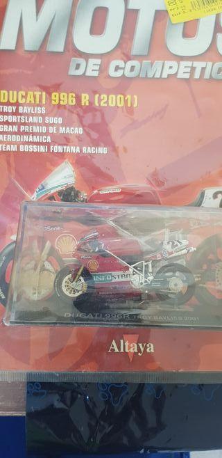 Ducati 996 a escala