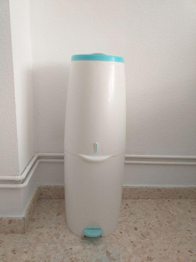 contenedor pañales / pañalera