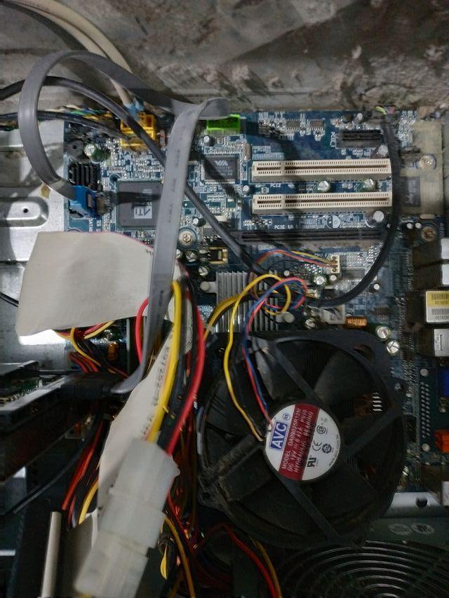 PLACA BASE + PENTIUM D 820 + RAM 1 GB