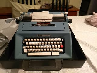 Maquina de escribir Olivetti Studio 46.