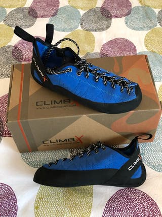 Climbing shoes and magnesium pouch