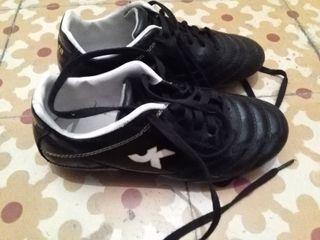 "Botas de futbol multitacos ""kipsta"", núm 34"