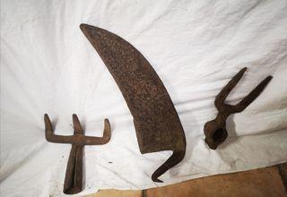 Herramientas antiguas : guadaña , rastrillo