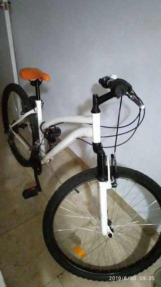 sé vende bicicleta.