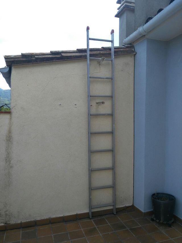 Escalera de aluminio de 3 metros y 10 peldaños