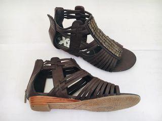 Sandalias marrón Xti. Nuevas.