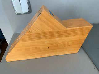 Tabla cuchillos marca Arcos madera maciza