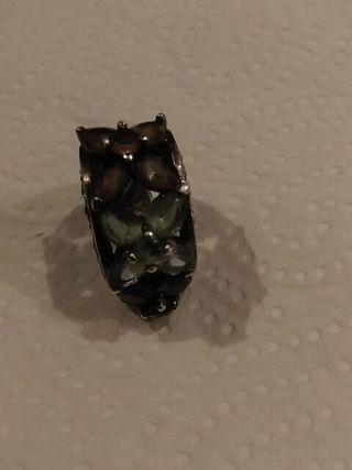 anillo de plata con piedras muy antiguo