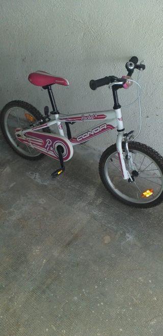 Bicicleta infantil amb casc