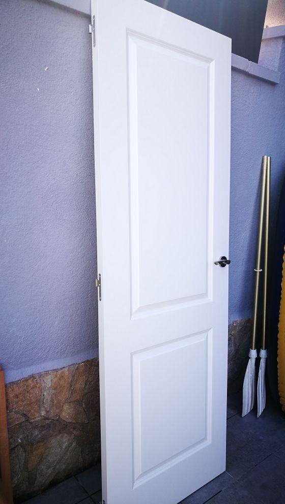 Puerta de madera blanca