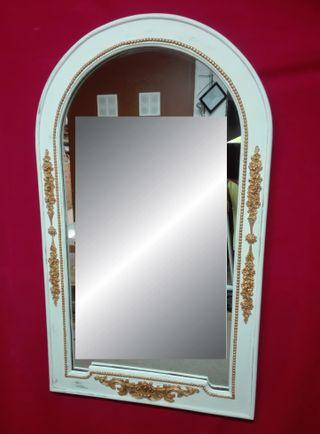 Marco con Espejo color blanco y detalles dorados
