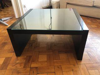 Mesa baja cuadrada de Ikea con cristal